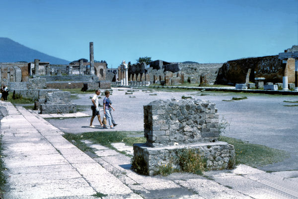 essay on pompeii and herculaneum Enter your email to get essay samples on  the volcanic ash spews from mount vesuvius led to the disappearance of pompeii and herculaneum from the face of.